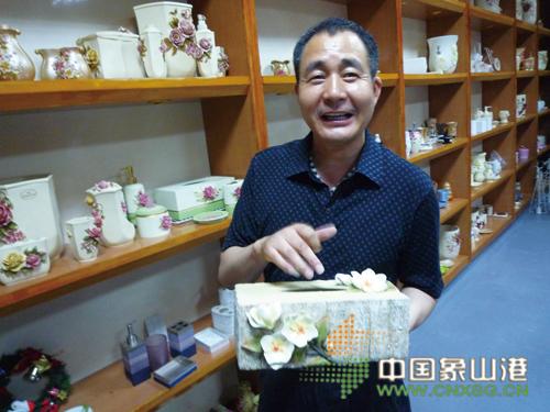 沈小才出生在鹤浦镇一个普通的农民家庭,年轻的时候做过农民,当